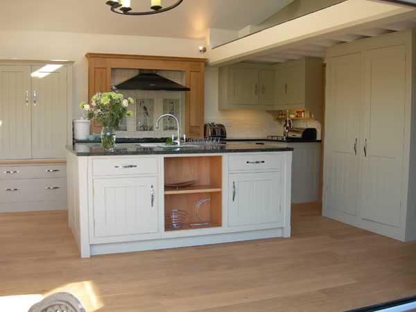 Kitchens panited white black for Small fitted kitchens